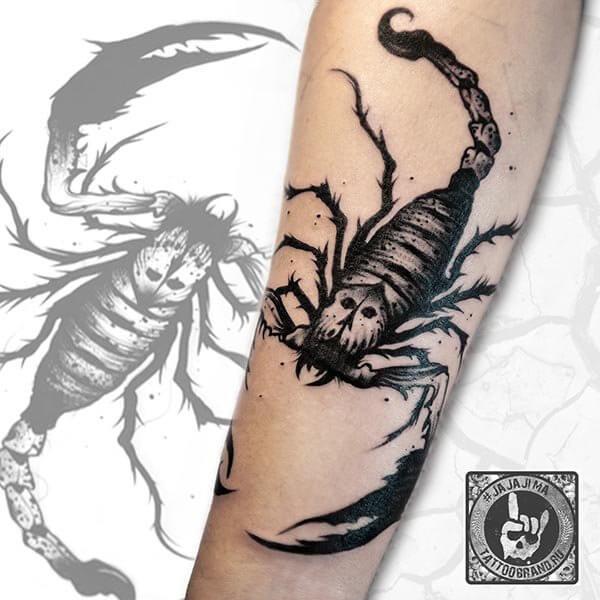татуировка со скорпионом