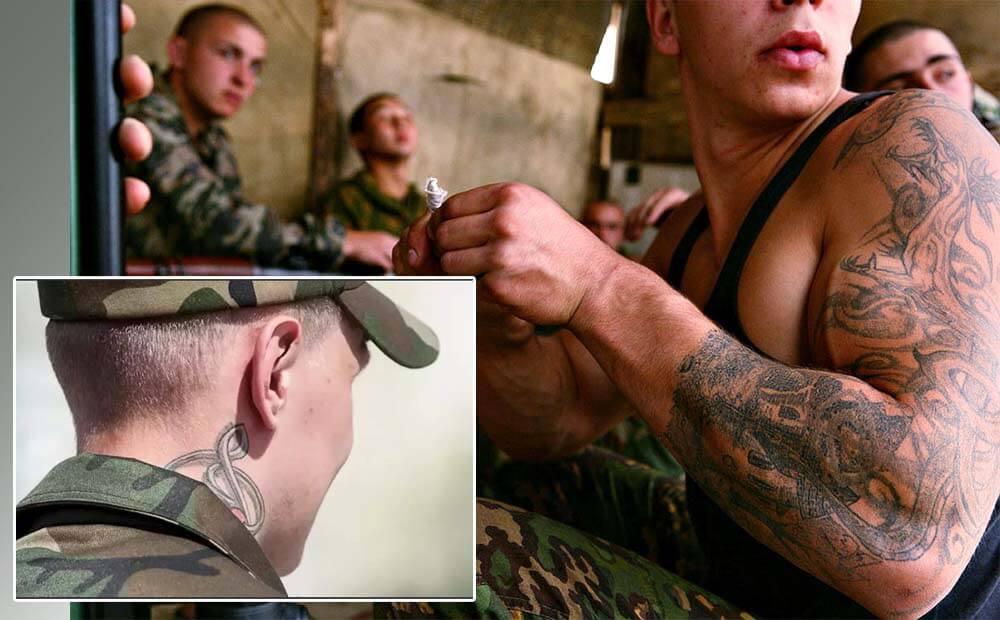 солдаты с татуировками